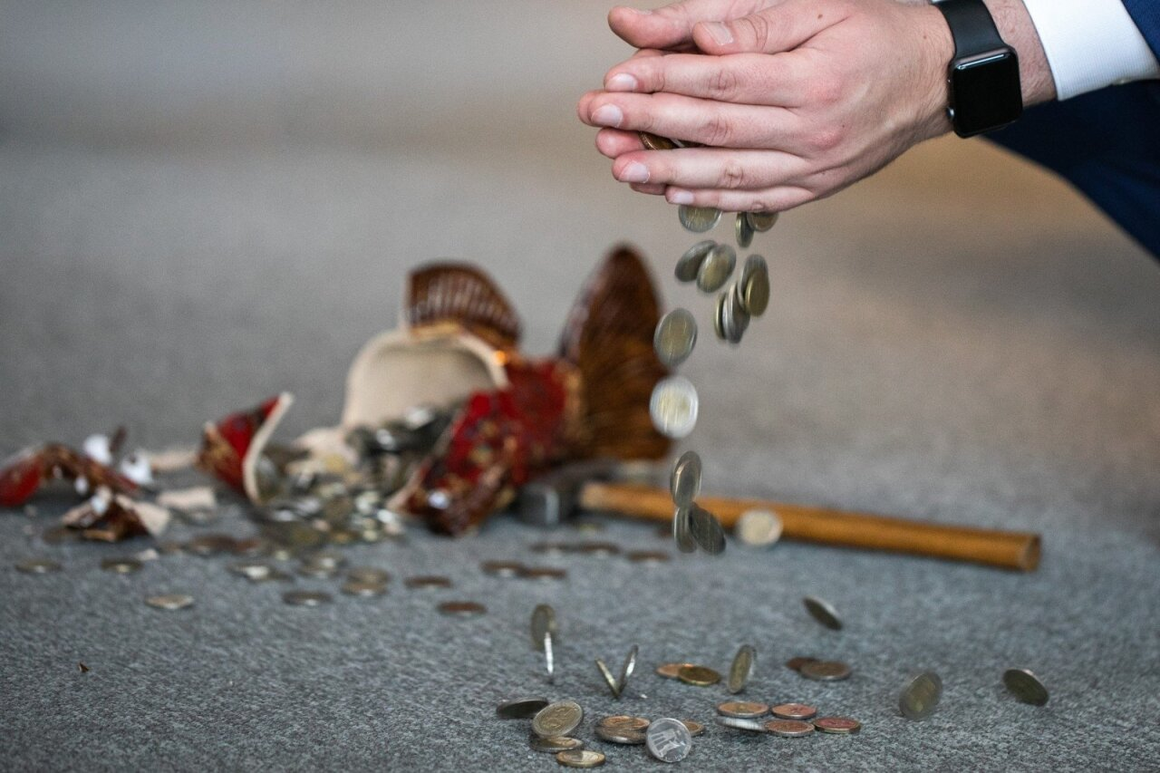usidirbti pinig kienje