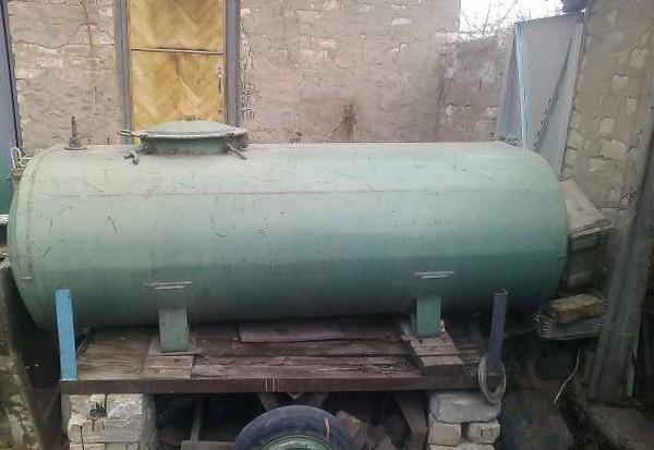 20 litrų talpos atsargų sandėliavimo galimybės)