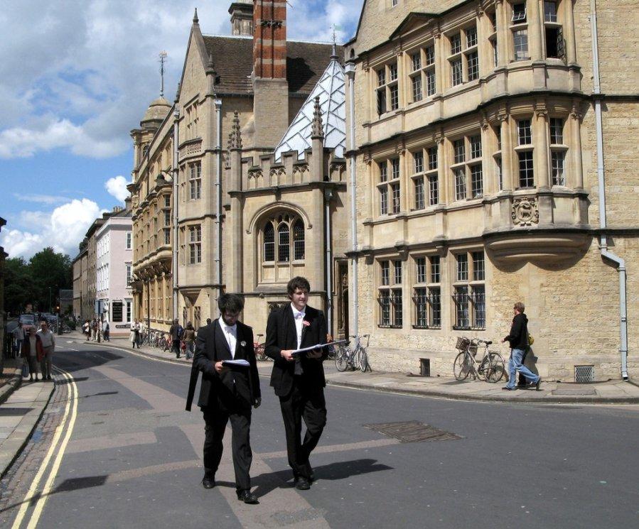 oksfordo universiteto tarptautinė strategija dvejetainio pasirinkimo brokerio apžvalgos