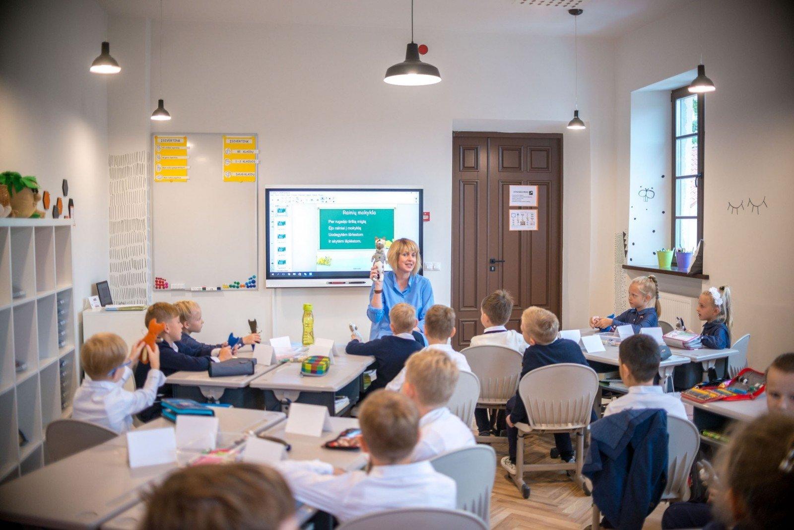 švietimo sistemos prekybos mokyklos)