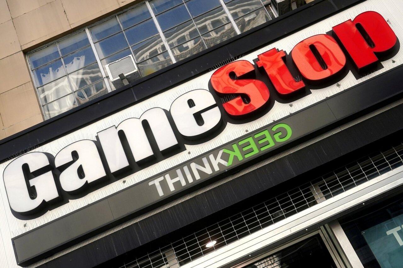 prekyba žaidimų sistemomis gamestop)