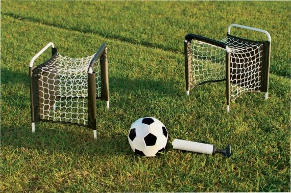 tiesioginės futbolo strategijos)