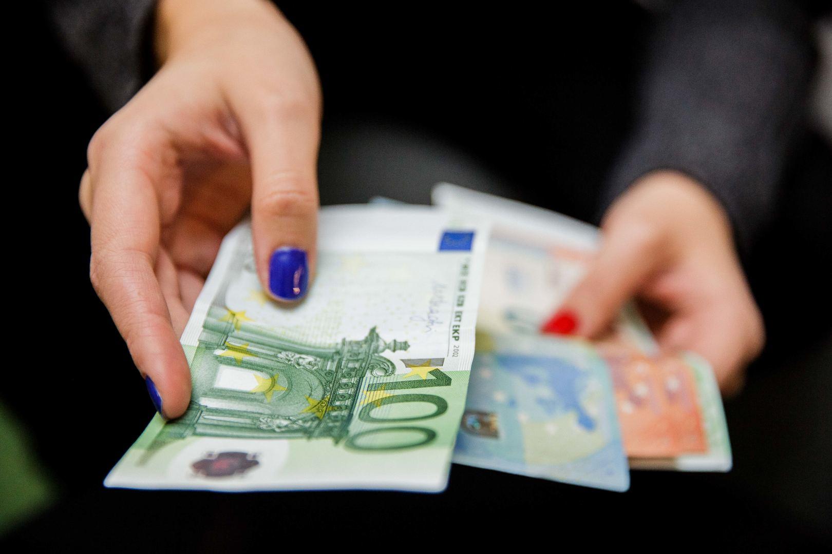 derybos dėl akcijų pasirinkimo algos