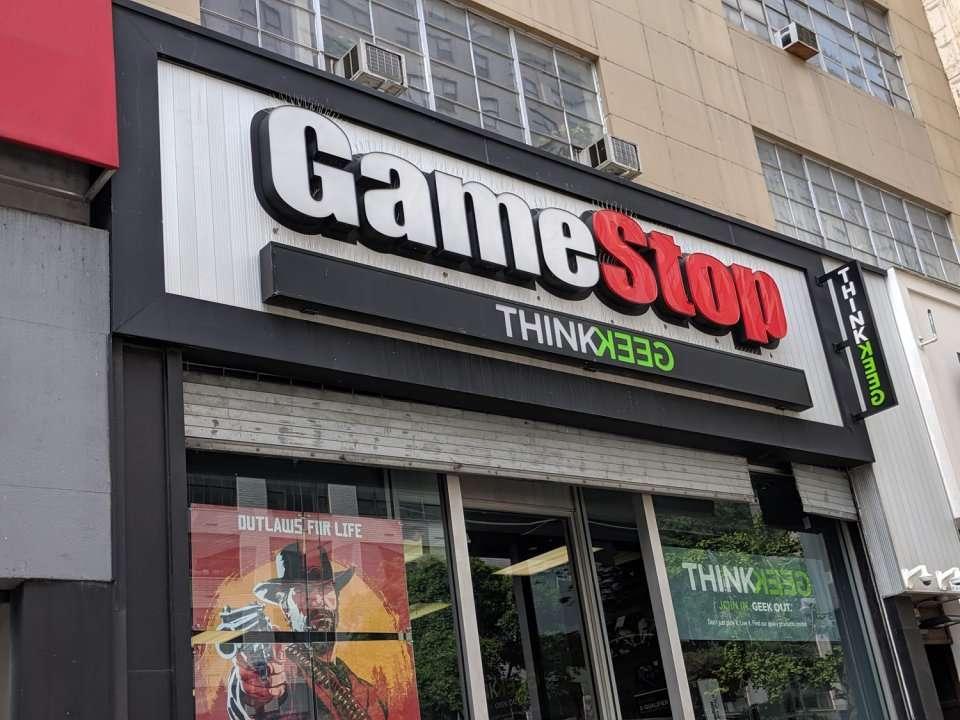 prekyba žaidimų sistemomis gamestop