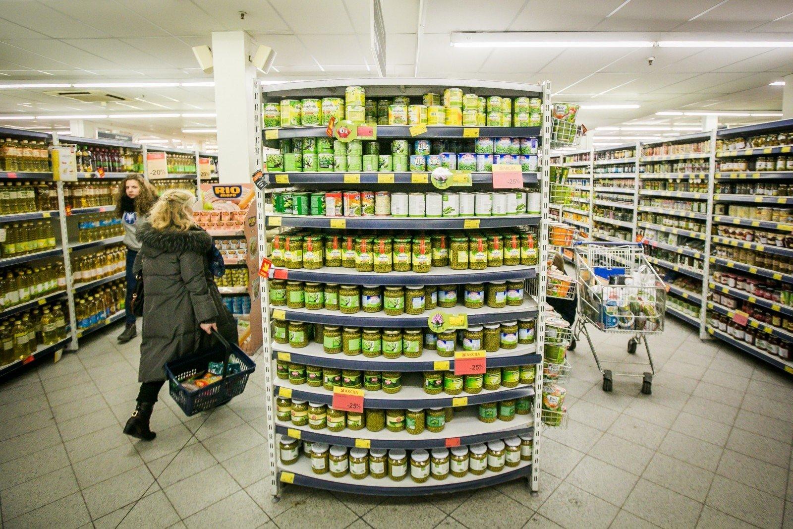 Sunku net įsivaizduoti, kad taip atrodė parduotuvės: paimti prekes į rankas buvo tarsi stebuklas