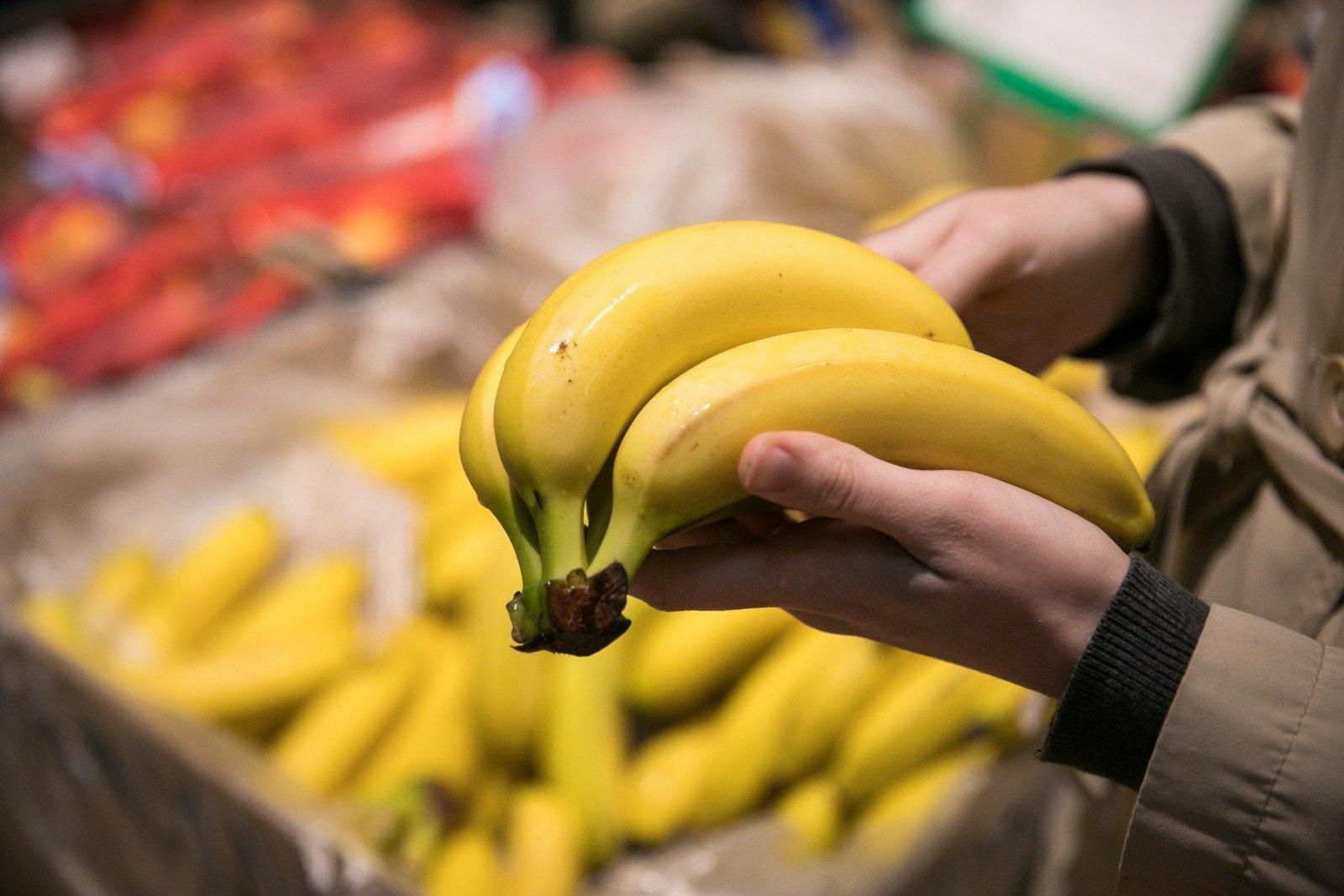 Lūžis parduotuvių lentynose: lietuviški obuoliai brangesni už bananus